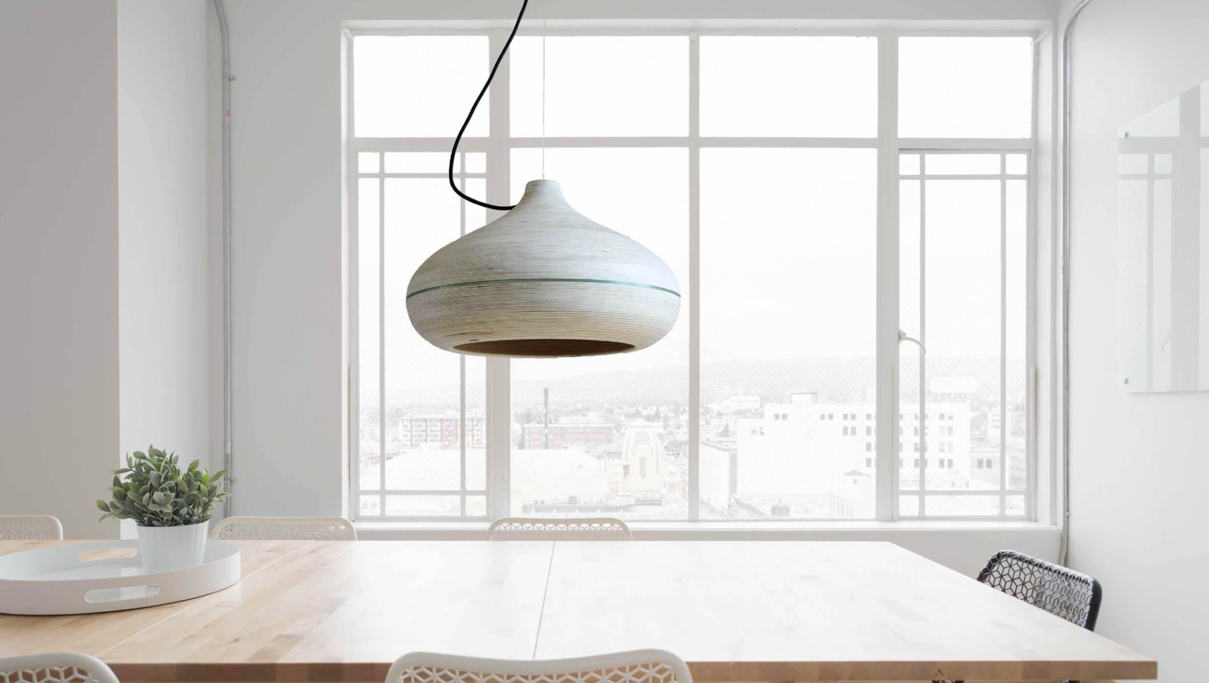 Design hanglamp boven eettafel