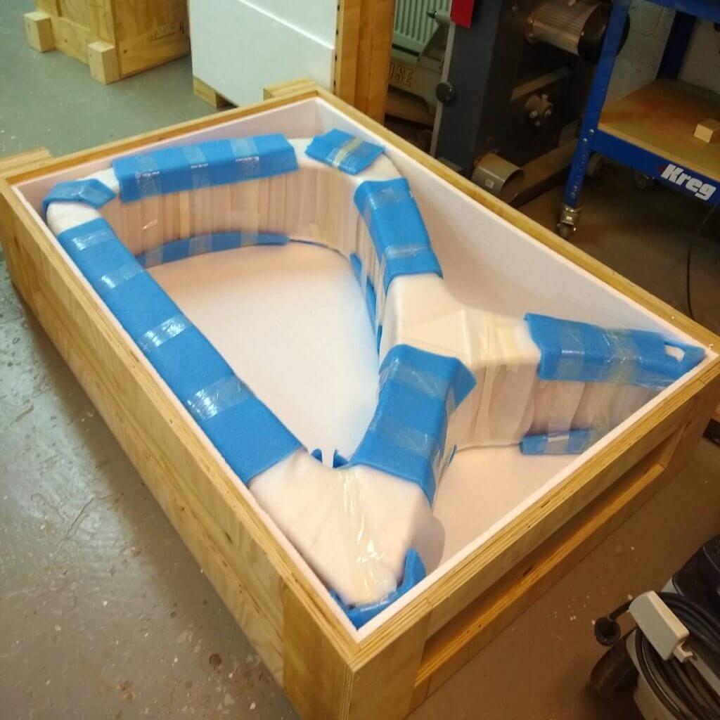 Design tafel in export kist